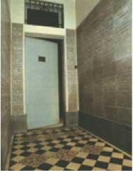 Porta della clausura del Carmelo. Teresa la varca il 9 aprile 1888.